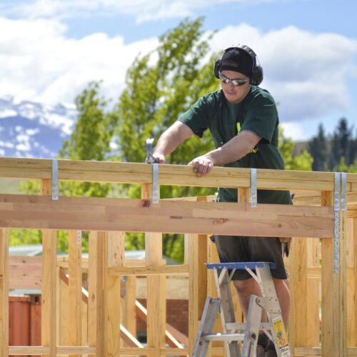 Resident Builder Peter Wolfkamp interviews Gordie Wilmshurst on J-Frame supply across New Zealand